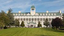 Disney's Newport Bay Club® sis.pääsyliput – perhehotelli hyvillä lapsialennuksilla.