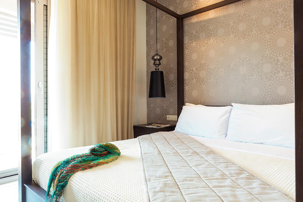 Nude naisten hotelli sänky-1737