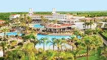 Lapsiystävällinen hotelli Olympic Lagoon Resort.